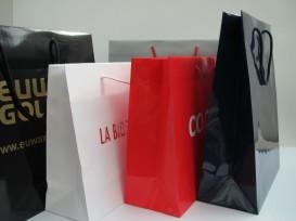 exklusive Papiertaschen mit Heißfolienprägung bedruckt in kleinen Mengen ab 150 Stück