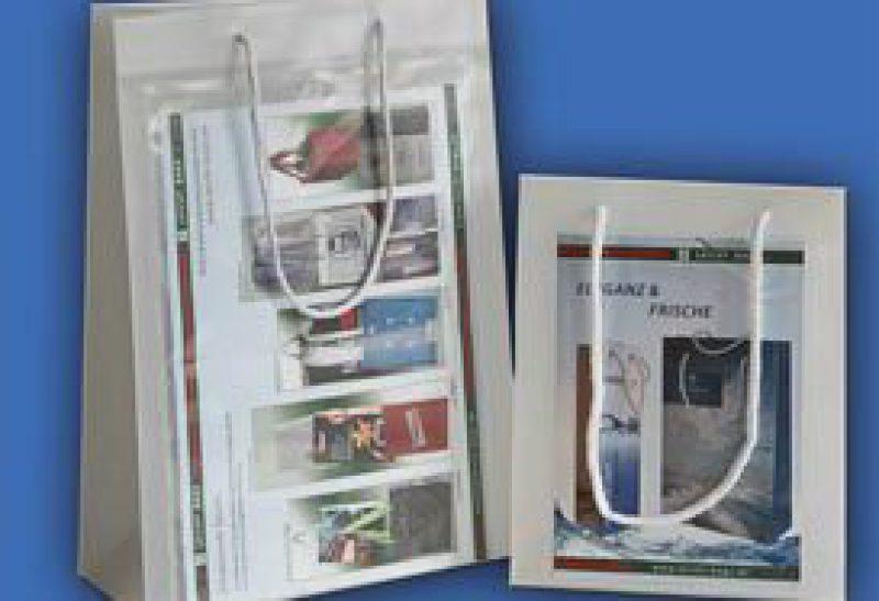 Tragetaschen De Luxe mit Einstecktasche oder Einsteckfach aus weiß transparenter PP Folie
