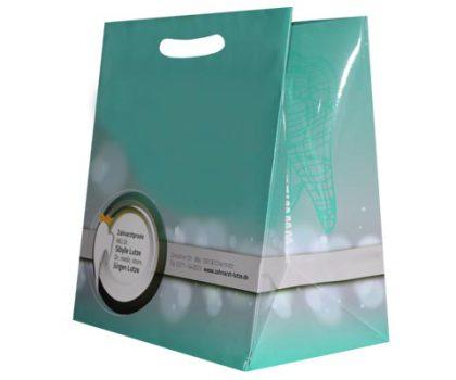 Papiertaschen und Tragetaschen aus Papier mit gestanzten Griffen Stangriff Griffmulde Griffloch und eingeklebtem Kartonboden
