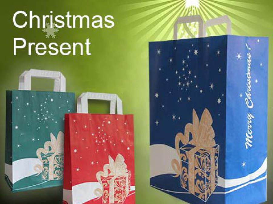 Geschenketüten Weihnachten in rot, blau und grün mit weißen Griffen