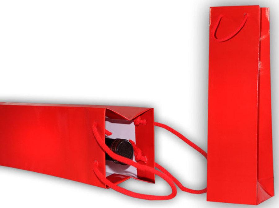 rote Flaschentasche mit roter Kordel