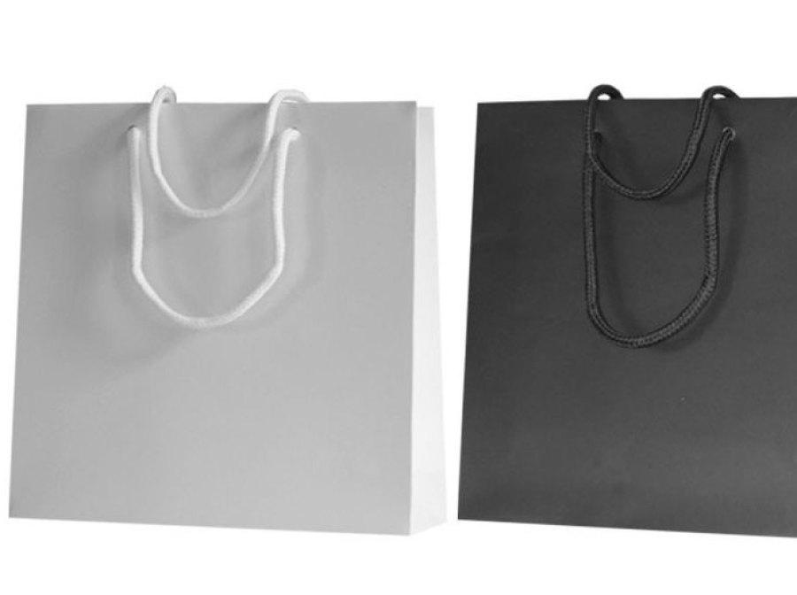 Papiertragetaschen permium mt Kordel in verschiedenen Farben wie zum Beispiel dunkelgrau und creme weiß in matt mit mattplastifizierung mattlaminierung mattkaschierung